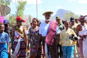 East Timor Nasonal Hero in Manatuto Traditional dress when he is visited Rembor  (8/9)