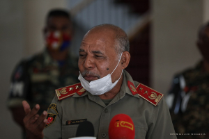 East Timor Defence Commander, Lere Anan Timur talk to the press after meeting with east Timor President, Francisco Guterres Lu Olo in Dili (27/5)