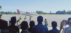 Trans Nusa airplane touch down in Komoro Airport, Dili (14/06)