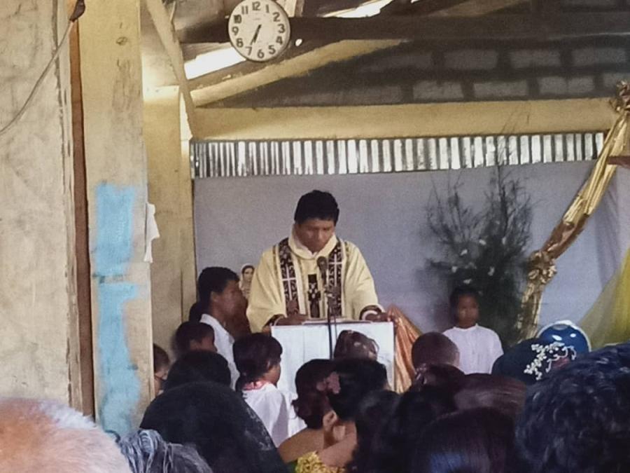 Padre Emanuel Husu Sarani Uatulari Selebra Natal no Tinan Foun ho Paz